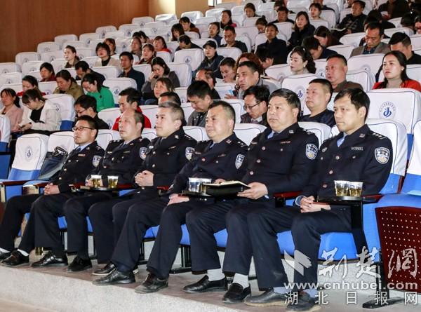 丹江口80名公安干警受聘中小学校法制副校长