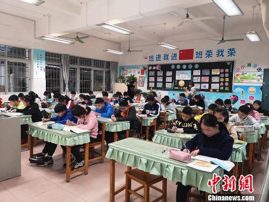 广西柳州市区超百所小学缓解课后v小学寄予家开展上学校