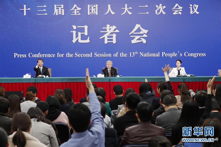 """国务院扶贫办主任刘永富就""""攻坚克难――坚决打赢脱贫攻坚战""""答记者问"""