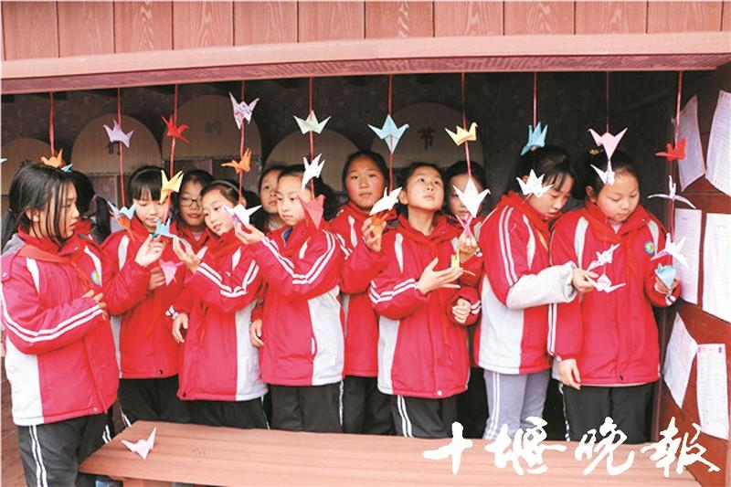 做灯笼 写春联 叠纸鹤 茅箭区实验学校寒假实践作业年味浓