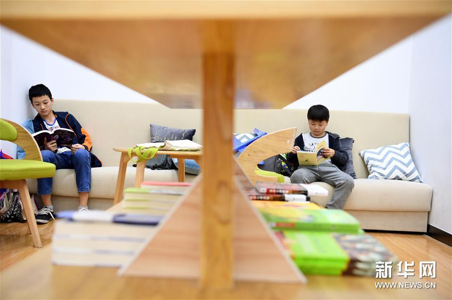 """安徽:肥西社区""""书吧""""里乐享阅读便利"""