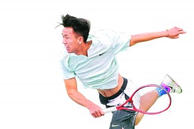 @武汉网球爱好者,本周六,来与职业高手打一场对抗赛