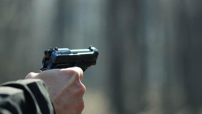 美国黑人遭法警枪杀引发暴力抗议 致24名警察受伤