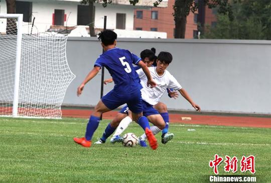 """山西高校举办中韩大学生足球邀请赛 以""""球""""为媒促体育交流"""