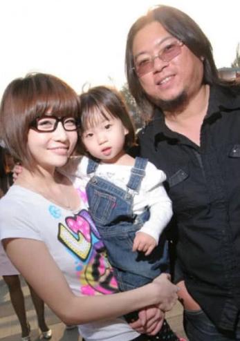 高晓松与前妻聚餐 11岁女儿快和妈妈一般高