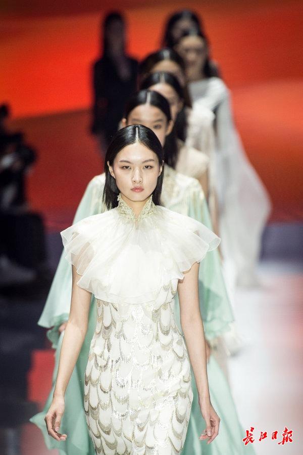 2020武汉时装周开启 顶级设计师上演联合大秀