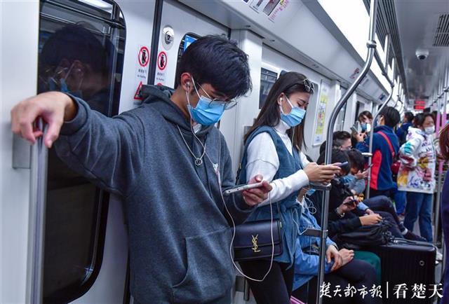 武汉地铁新规实施月余,电子设备外放音基本消失