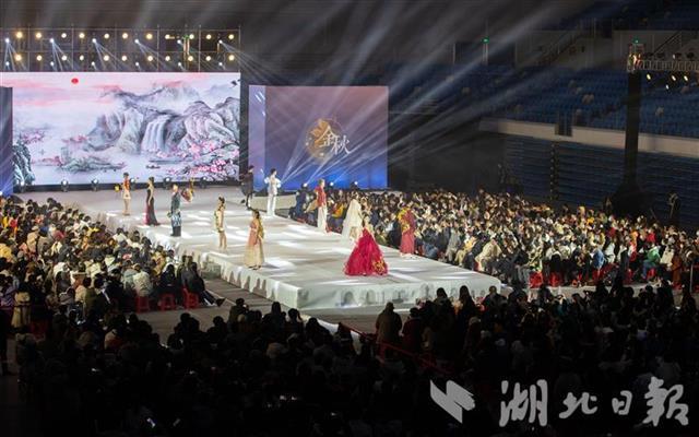 206套特色服饰亮相武汉大学金秋艺术节