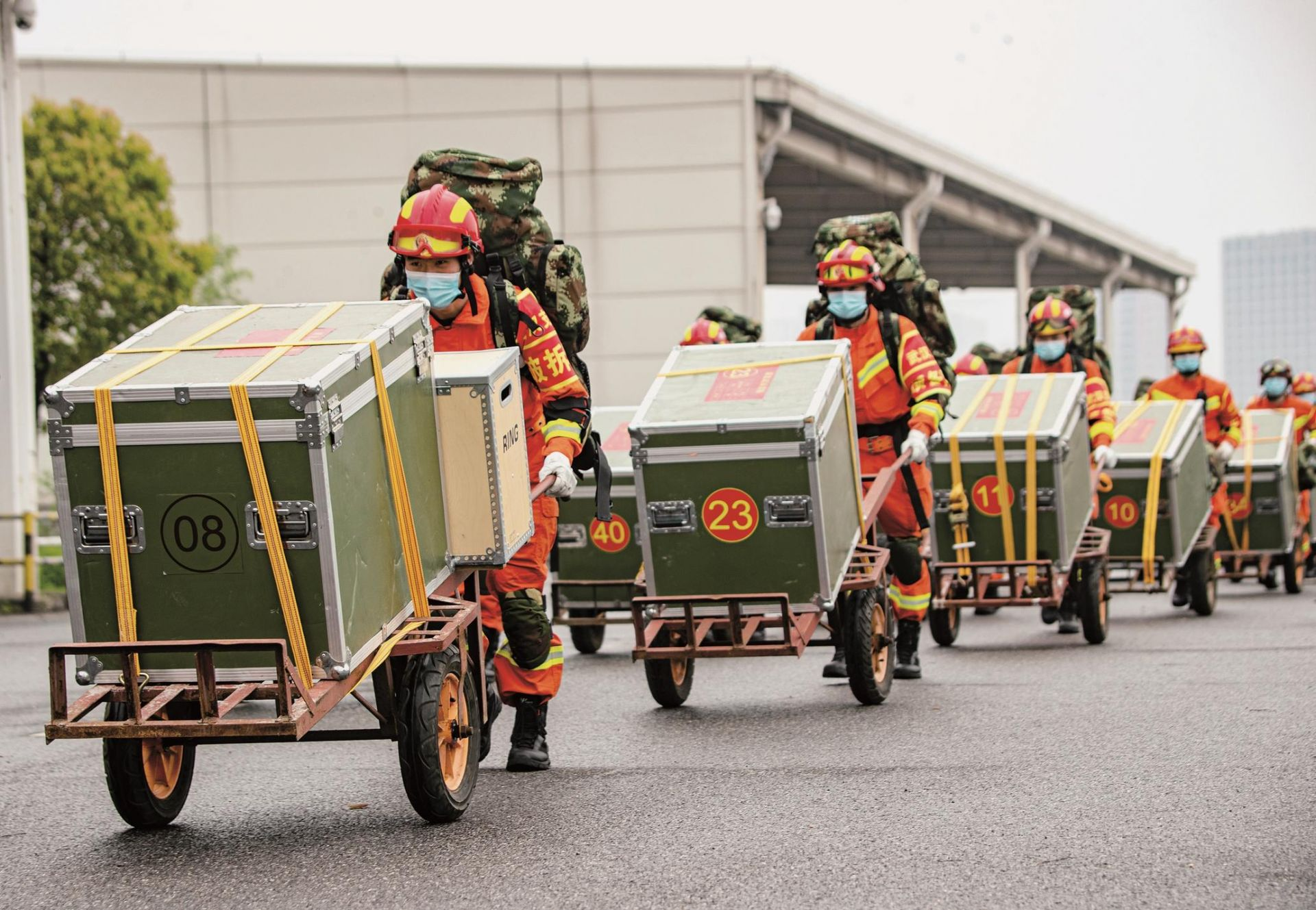 武汉消防:实战演练砺尖兵
