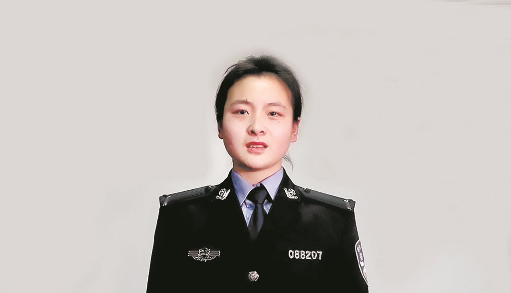 """警察父亲与匪徒搏斗时英勇牺牲 16年后女儿""""接班""""穿上警服"""""""