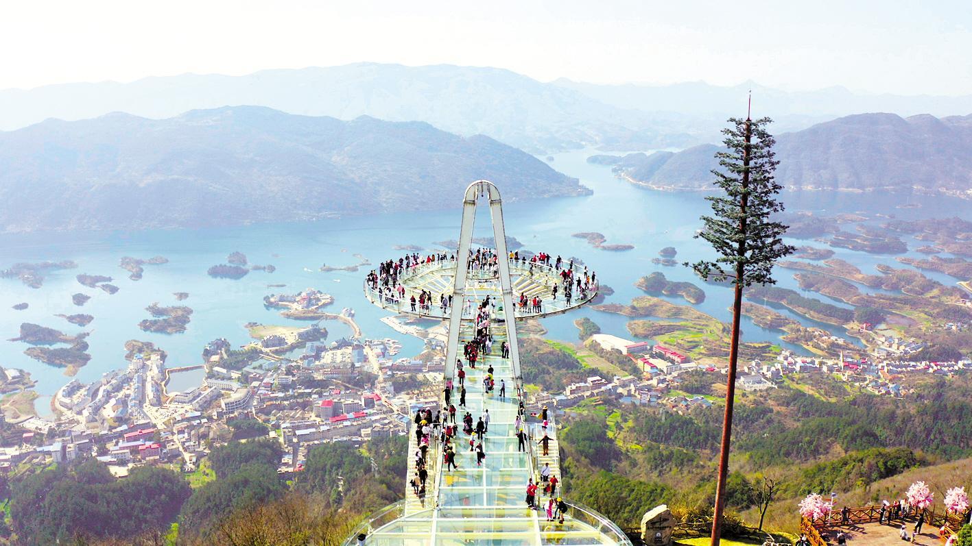 阳新县天空之城景区清明小长假游客众多