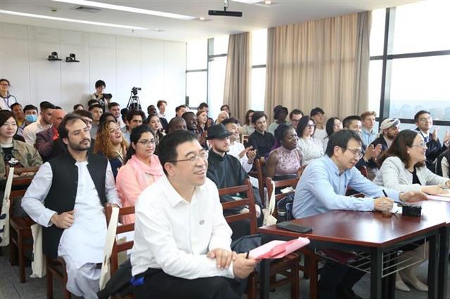 31国近200名留学生齐聚武纺大交流多元文化