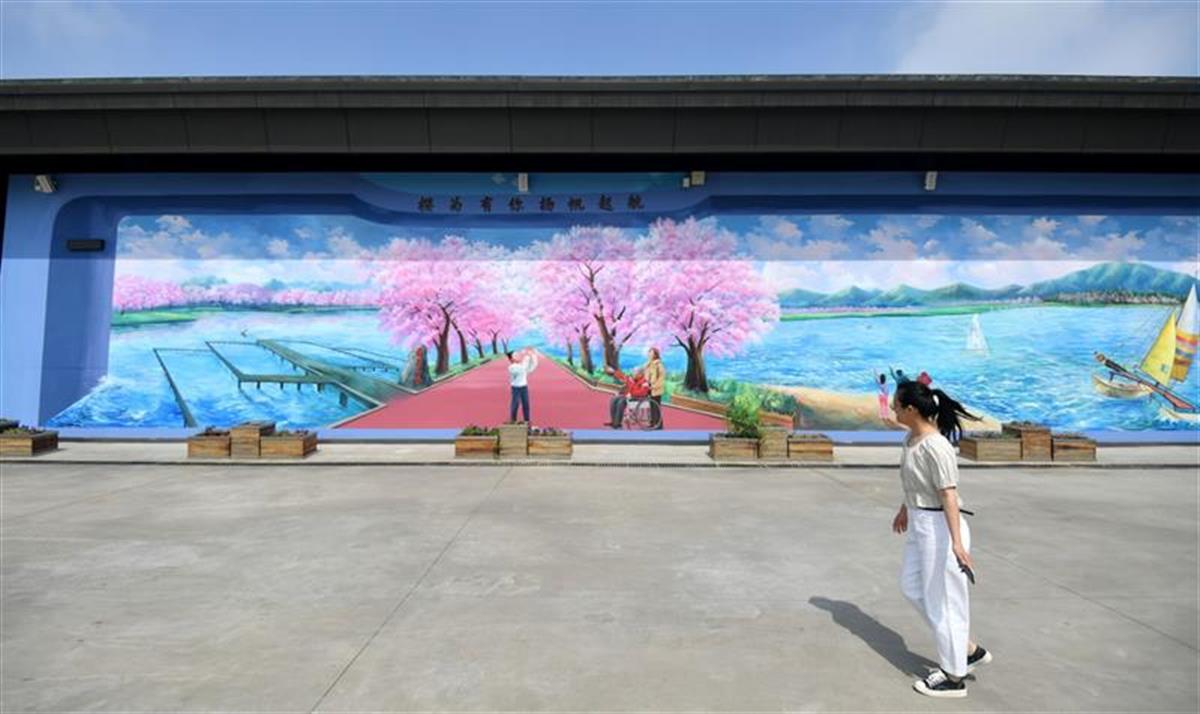 將一段最美的故事,定格在近200平方米的3D壁畫上