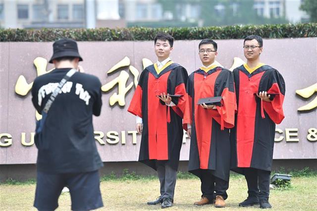 武汉高校今年有32.7万毕业生