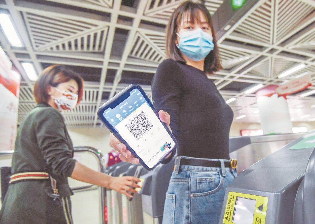 明日起乘客扫码坐武汉地铁享优惠 或领券或立减 名额有限先抢先得