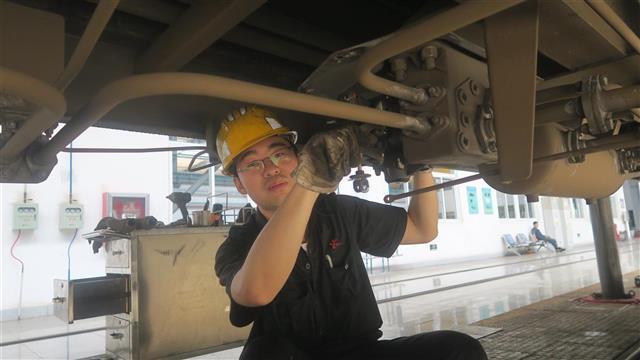 软件开发_武铁襄阳车辆段小伙李桑郁自学编程  25岁钳工开发出多项智能系统