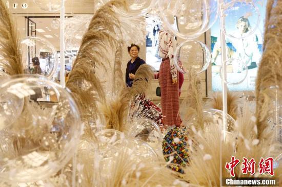 云南昆明:花园艺术展引市民关注