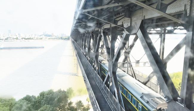 坐电梯打卡武汉长江大桥! 点位、票价、开放时间,都问清楚了(图1)