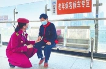 """武汉地铁240座车站精准对接服务老年乘客 提前预约可享受""""一站式""""服务(图2)"""