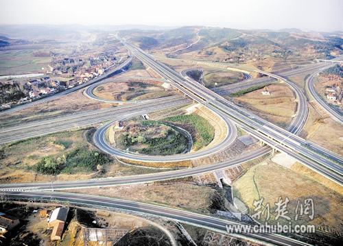 湖北高速公路网骨架成功搭建