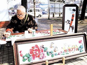 宜昌街头艺人用石头拼画23年