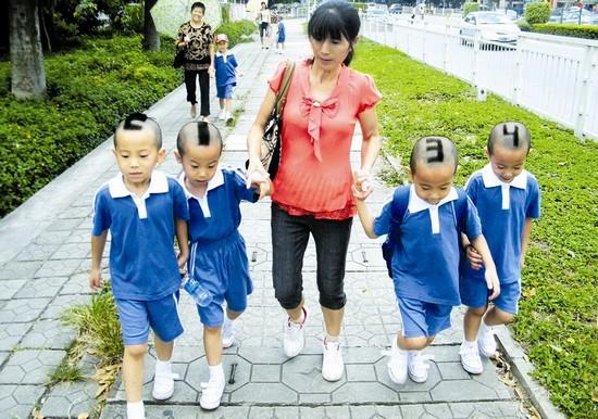 """有才妈妈给四胞胎儿子剃""""数字头"""" 便于老师区分"""