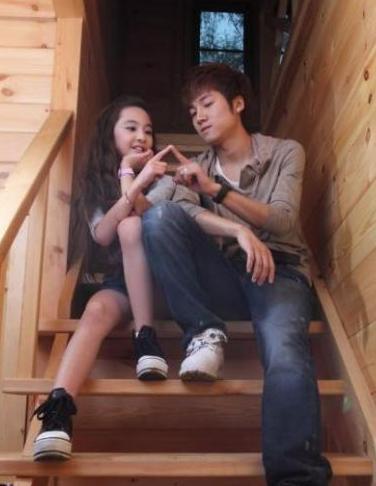 12岁嫩模miki恋24岁男友张木易