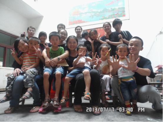 """中南民族大学民研梦之队给留守儿童的圆爱之""""梦"""""""