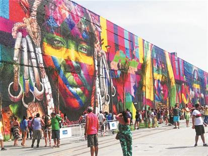 宽阔墙面,成为巴西人涂鸦的最好画布. 楚天都市报记者戴文辉摄-图片