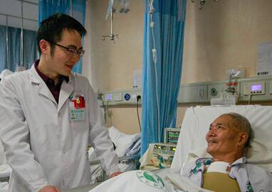 [网络媒体走转改]同济外科医师方泽民:春节已完成五台手术
