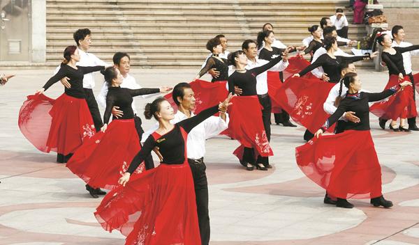 聚焦第三届湖北艺术节:广场舞跳上大舞台