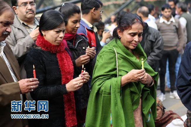 印度女大学生照片_外媒:印度女大学生轮奸案引爆愤怒抗议(图)-荆楚网 www.cnhubei.com