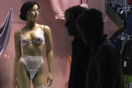 日本推出新型人体模特 女权主义者气哭了