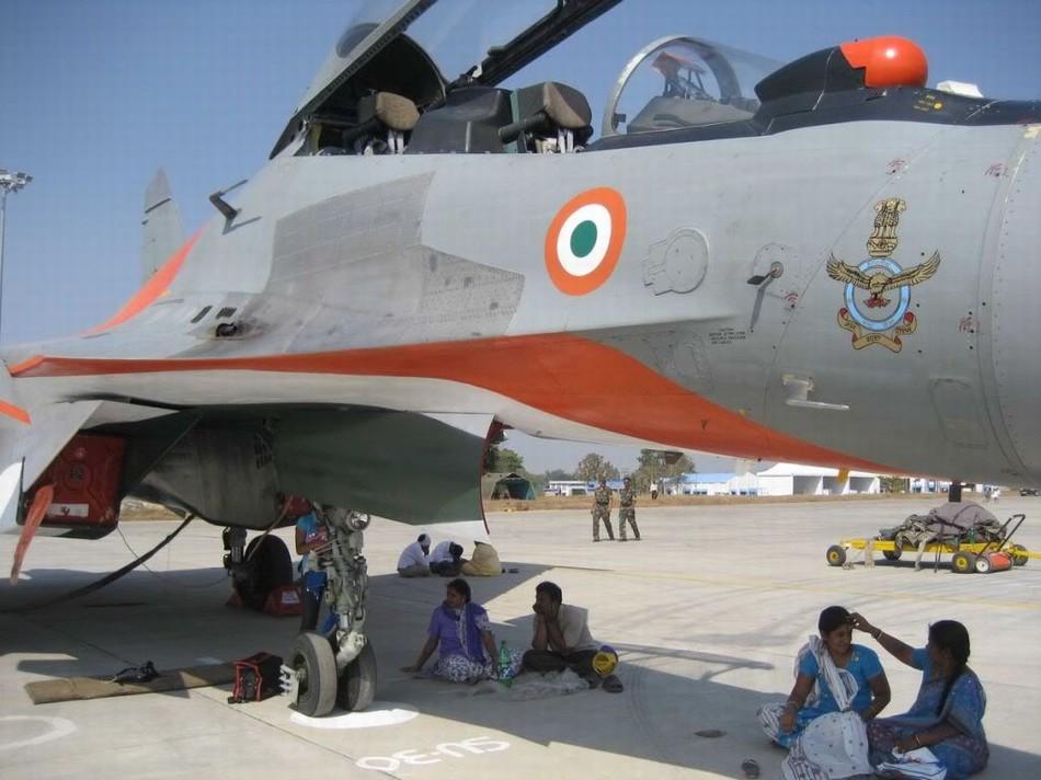 印度空军1架国旗涂装苏30战机坠毁