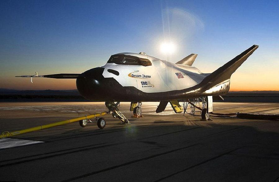 """世界最大飞机""""大鹏""""确认于2016年起飞(组图)"""