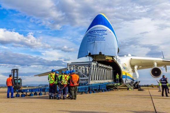 2万人围观世界最大飞机