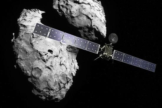 艺术家创作的罗塞塔号探测器和其目标彗星的设想图。图片来源:欧洲航天局。 中新网9月30日电 据外媒报道,欧洲航天局(ESA)彗星探测器罗塞塔号过去两年多以来一直围绕67P彗星轨道运转,进行了数千次探测,并拍摄大量照片,甚至还向彗星表面发射小型着陆器菲莱号。按照计划,罗塞塔号定于9月30日撞落彗星表面,结束自己的使命。 罗塞塔号早在2004年3月发射升空,2014年8月抵达距离地球近70亿公里的67P彗星,让研究人员首次一窥彗星表面不规则、不对称的结构。研究人员希望通过对这颗古老彗星的研
