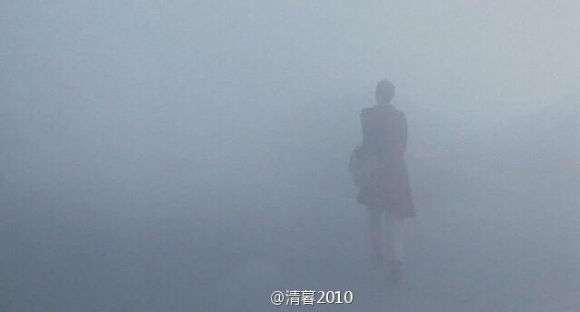 """沈阳雾霾景观:空中""""飘""""来的几个字"""