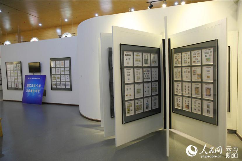 展览馆内展出的邮票 人民网 薛丹 摄