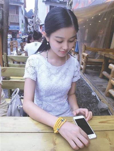 惊艳全球的四川女孩生活照曝光:颜好腿好身材好(图)