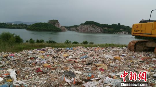 5日,记者现场走访了垃圾偷倒地江苏省苏州市金庭镇的西山岛,了解事件