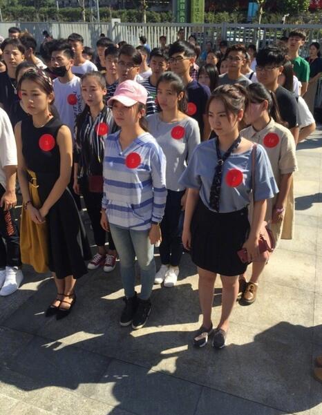 林妙可打扮赴南艺报到开学朴素似高中生高中政治模块图片