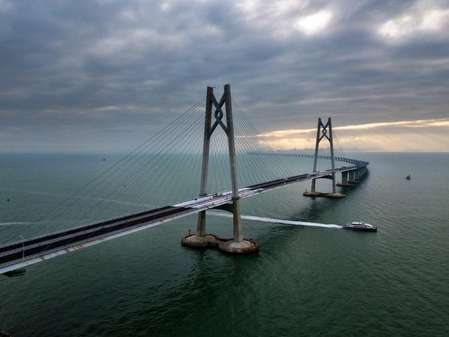 29.6公里港珠澳大桥全线亮灯 关于这座桥的一切都在这里