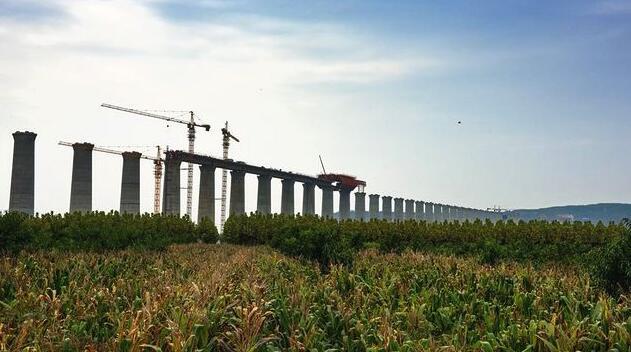 中国在建最长重载铁路开始全线铺轨 投资1700亿元串起湖北等七省区
