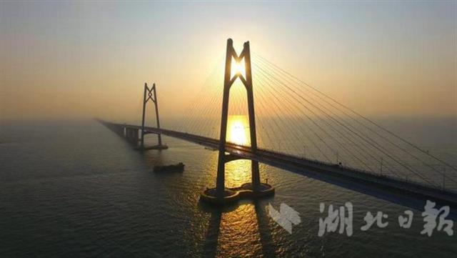 23日,港珠澳大桥开通――世纪工程中的湖北贡献