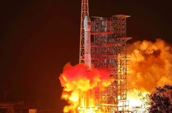 我��探月工程嫦娥四�探�y器成功�l射 �_�⑷祟�首次月球背面�著�探�y之旅