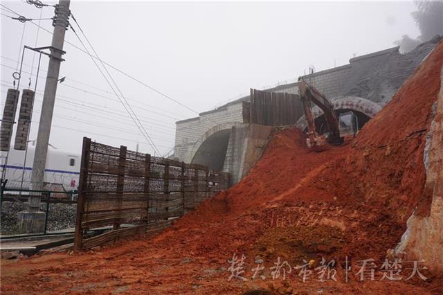 在汉央企承建浦梅铁路项目 首条极高风险等级隧道贯通