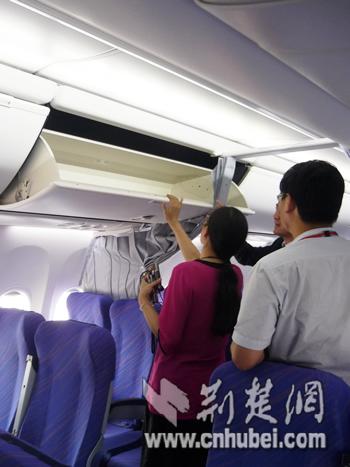 图为:转轴式头顶行李舱比传统设计增加了1.68倍