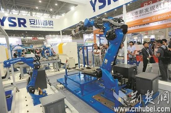 """"""" 工业机器人是面向工业领域的多关节机械手或多自由度的机器人."""