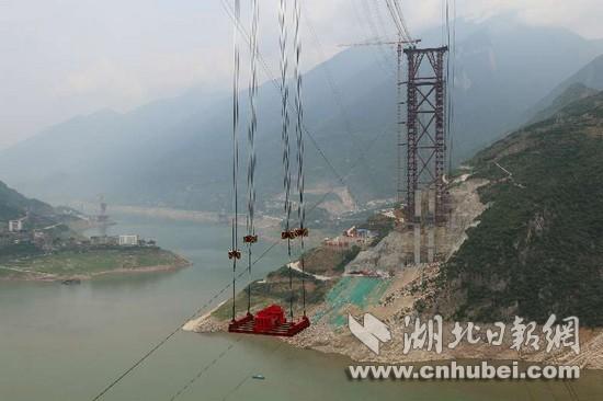湖北香溪长江大桥缆索吊机试吊圆满成功